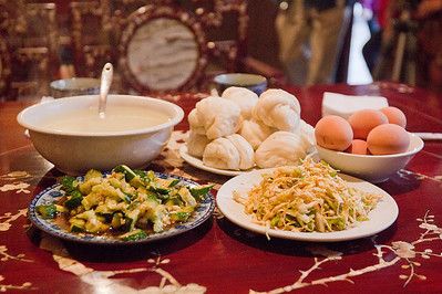 (CH-10089)  Chinese breakfast in the walled city of Pingyao.