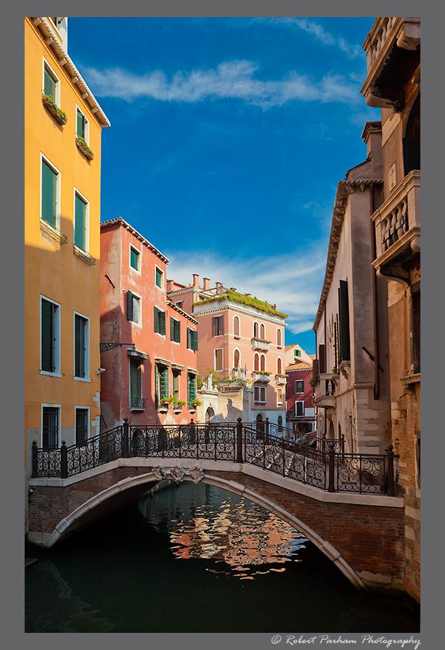 (VA-01)  Scenic side canal in Venice, Italy.
