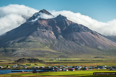 The 600m peak of Hvítuhnjúkar looms above Bakkagerði township. In September 2014, residents here were advised to stay indoors due to high levels of SO2 gas blowing in from the lava eruption at Holuhraun.