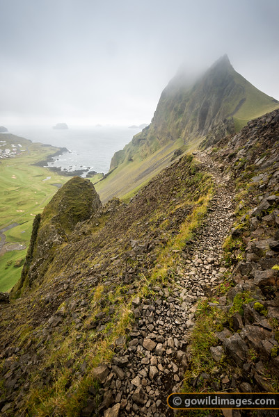 An exposed and exciting hiking trail along the top of the Vestmannæyjar crater