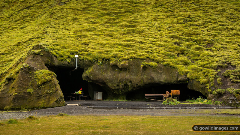 The fantastic 'kitchen cave' at Þhakgil campground. All facilities are very tidy and well kept.