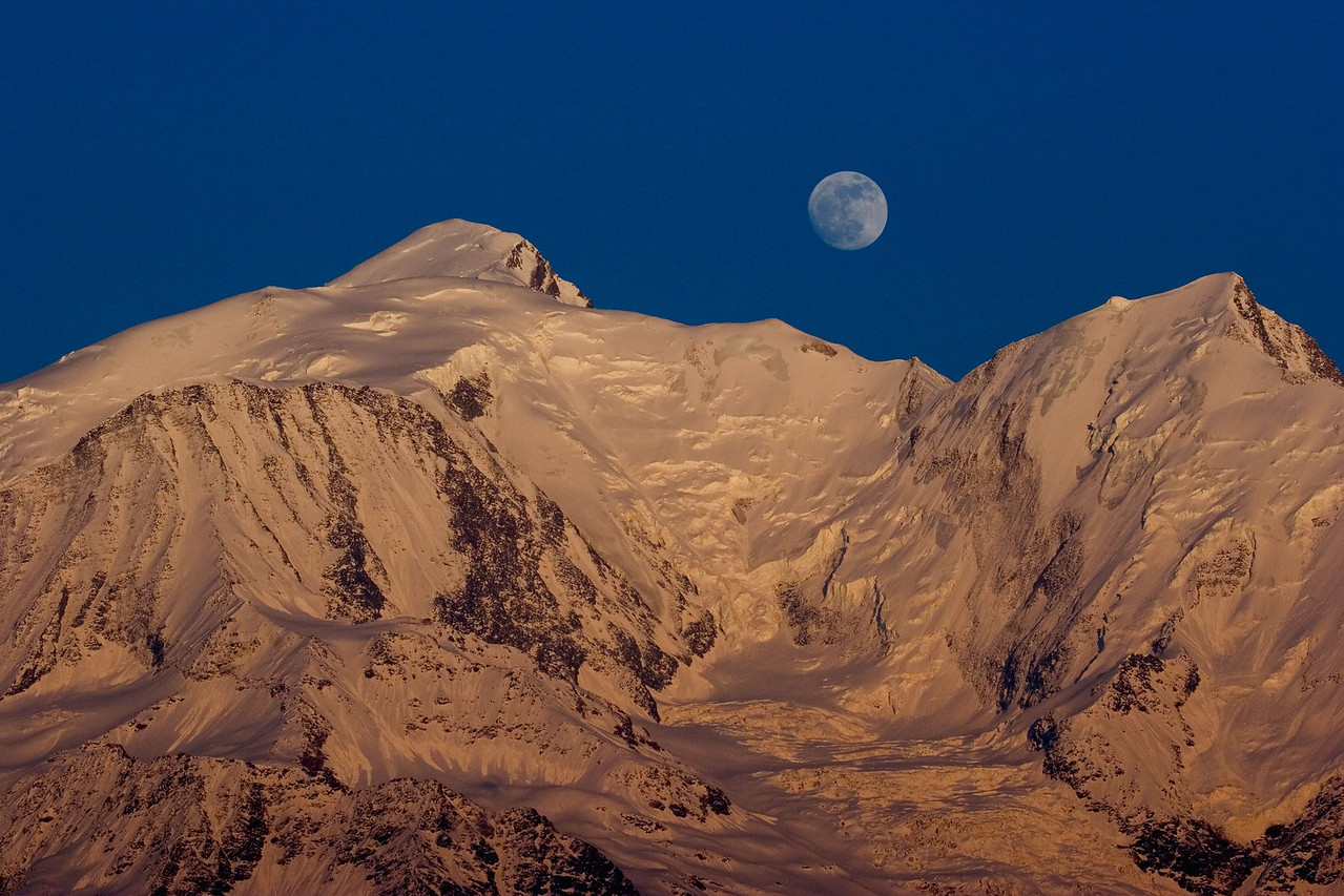 Moon rise over the Mont Blanc