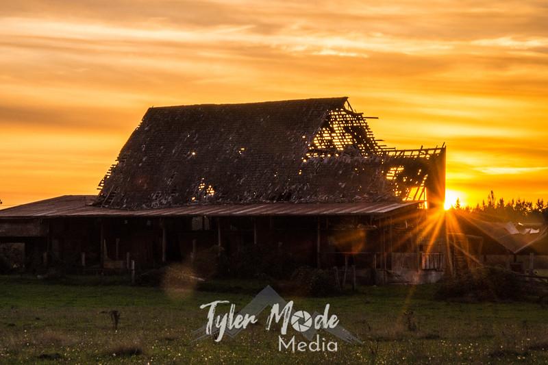 42  G Barn Sunset Sun Close