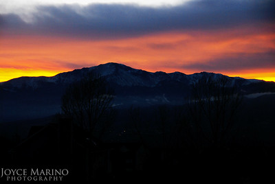 Pikes Peak at Sunset, Colorado Springs, CO -- DSC_0044