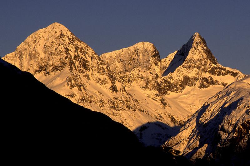 Ngatimamoe, Flat Top Peak and Pyramid Peak