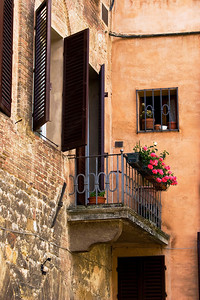 A beautiful terrace and window planting in Piazza del  Campo in Siena.
