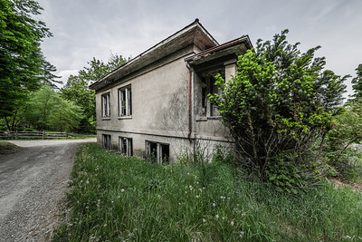 Explore this once health hotel, turned boys school. Not much remains but what does is very interesting. Read the whole story @ http://goo.gl/xVEevt