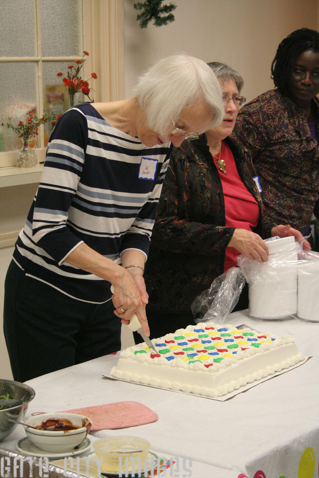 IMG_10461 Pat cutting cake MSUMC Celebration