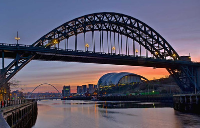 Tyne icons, dawn