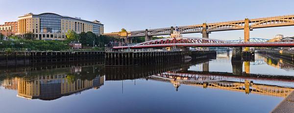 Still morning on the Tyne