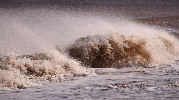 Breaking waves in the strong offshore wind