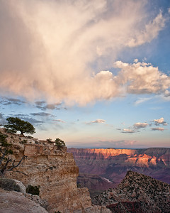 Royal Virga  Timid drops evaporate before showering down upon Freya Castle and the rim of the canyon Cape Royal, Grand Canyon National Park, Arizona, USA