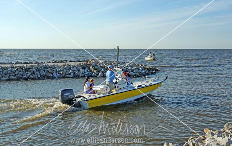 11  Boaters Washington Street pier 8804