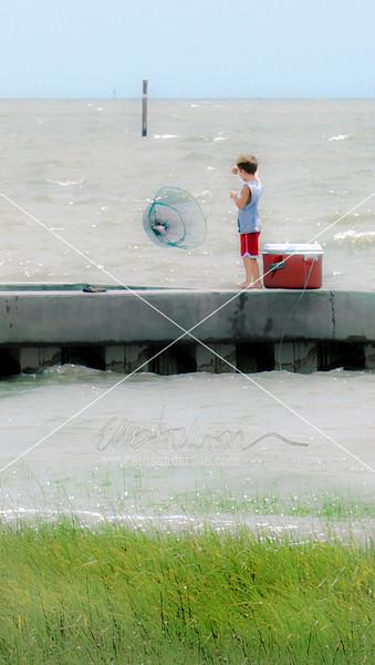 boy crabbing 9817