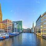 Hamburg-Waterway-Panorama-St-Nikolai-Hauptkirche-St -Katharinen-das-Schiff-Holzbrücke_DSC5033