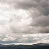Tunge skyer over vidda, Hårteigen i bakgrunnen