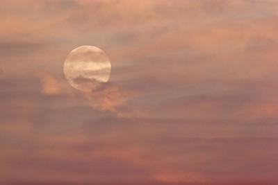 hunters moon over albany, ny 10-2007