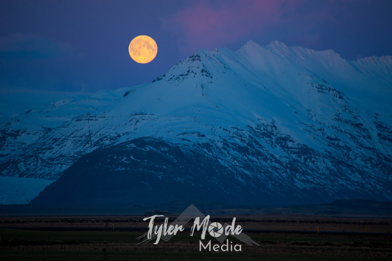 276  G Moonset Near Hofn, Iceland