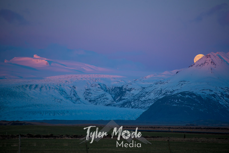 280  G Moonset Near Hofn, Iceland