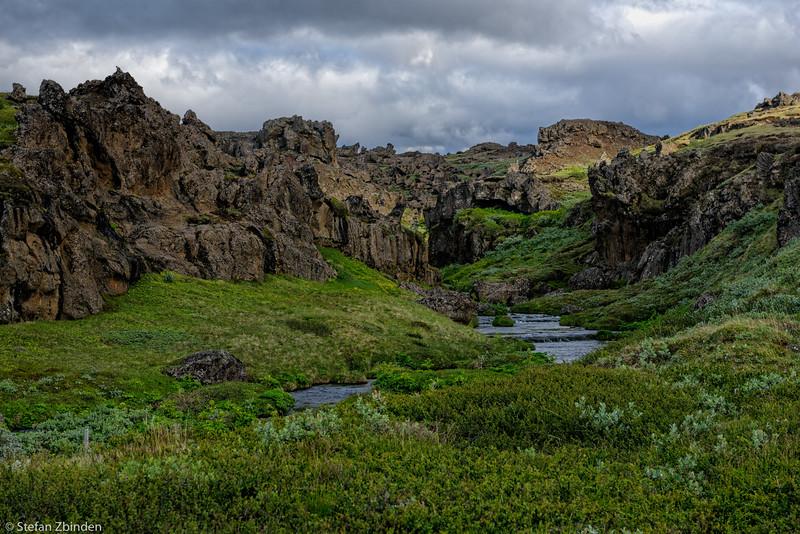 On the hiking trail to the Aldeyjarfoss