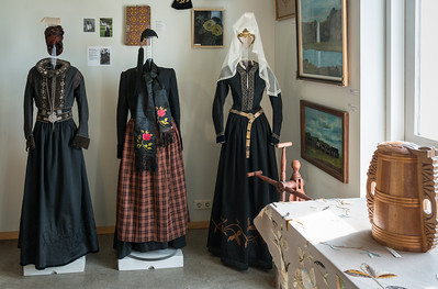 Women's traditional costumes, with formal/national costumes on the ends and everyday dress in the middle