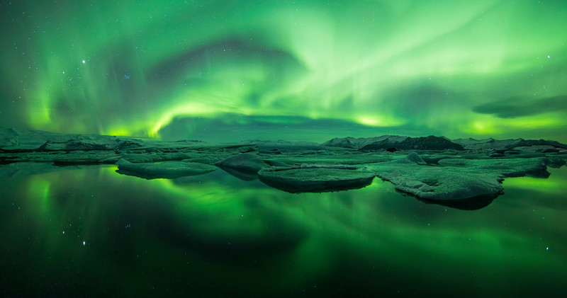 A Northern light storm swiping across the sky above the glacier lagoon of Jokulsarlon, south Iceland.