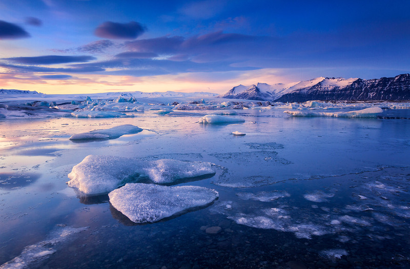 A gorgeous Sunset at the glacier lagoon of Jokulsarlon, south Iceland.