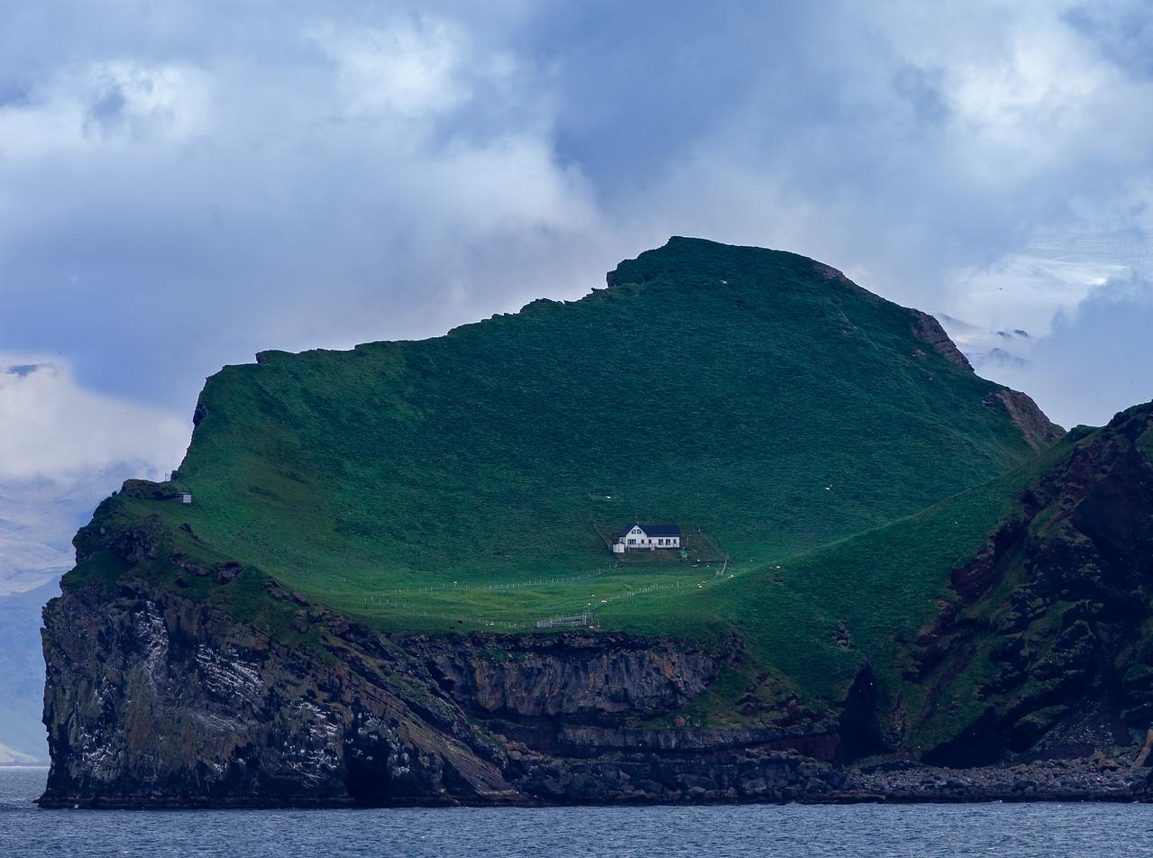 IMAGE: https://photos.smugmug.com/Landscapes/Iceland/i-VwgZd8b/1/3b0988f6/X2/CC6Q9910_1-X2.jpg