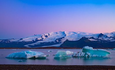 Icebergs under the midnight sun
