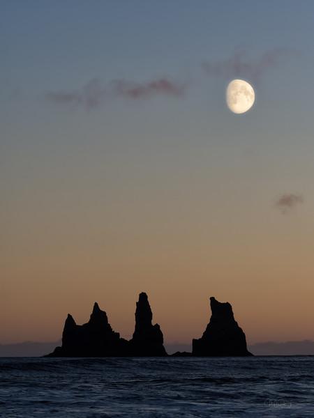 Moonrise, Vik