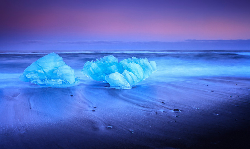 Large floating icebergs breaking of from the glacier lagoon of Skaftafell, Vatnajokull, south Iceland.