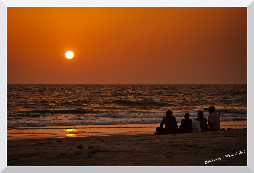 Moment of togetherness - a family enjoys sunset @ Colva Beach (who says Goa isn't for the families?)