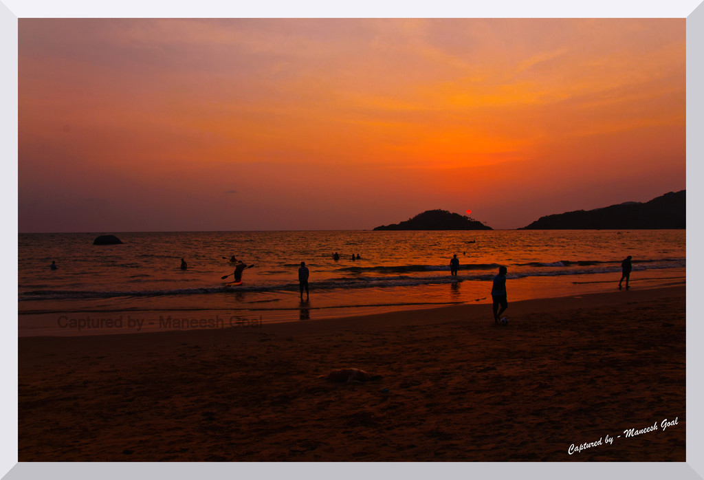 Crowds disperse... Palolem Beach at Sunset time