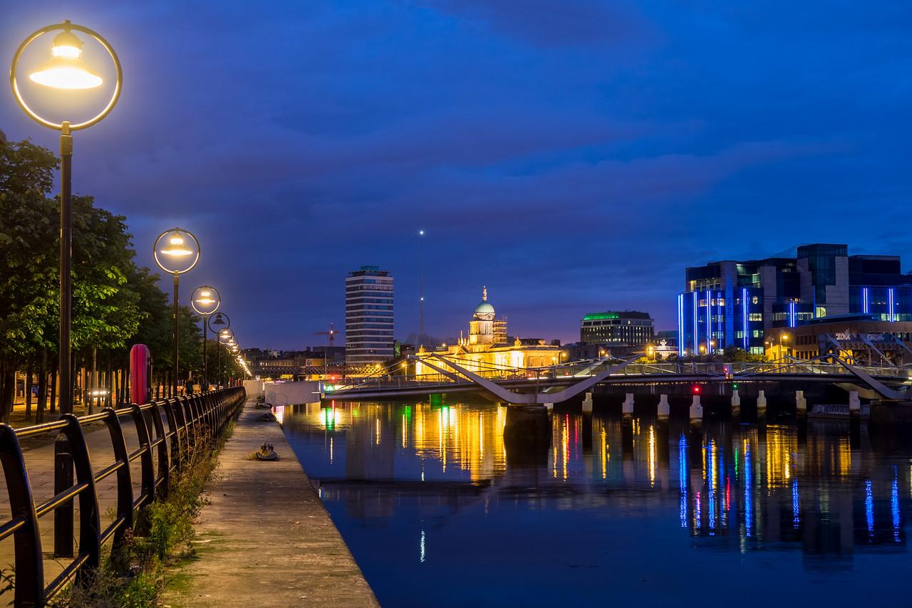 Dublin – Sean O'Casey Bridge at night
