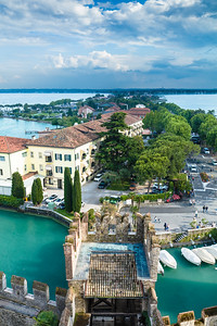 Sirmione to the mainland