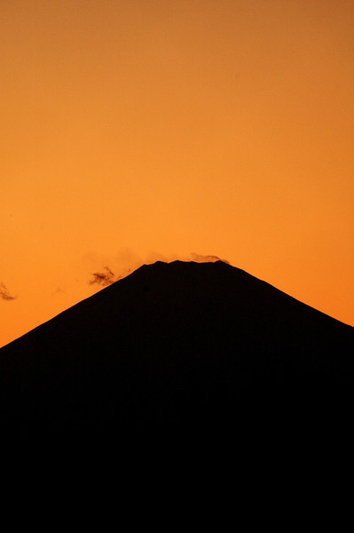 The peak at dusk. Taken with a D70s and a K-mount 180-600 f8 lens at 600mm.