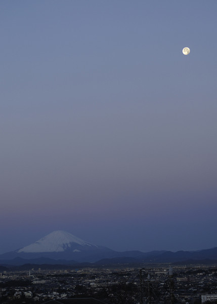 Just before moon set in Fujisawa. This is a composite image. In a single shot, either the moon's face would be over exposed, or the rest would be under exposed. I opted to overlap a different moon shot to represent what I actually see. Taken from the roof of the house.