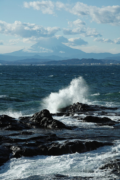 Seascape from the west side of Enoshima at low tide.