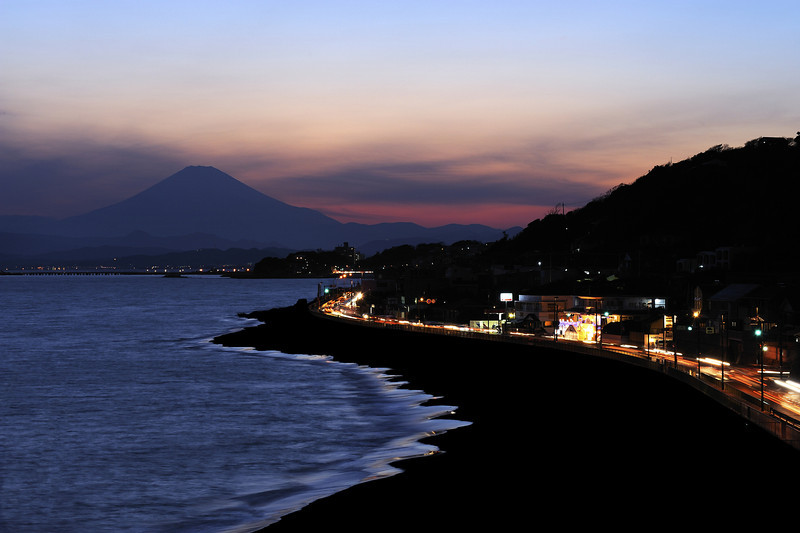 This is the view from Inamura-ga-saki in Kamakura. Looking west, the beach in the foreground is Shichiri-ga-hama. (Disclosure: this view required quite a bit of post processing to remove unsightly florescent lights.) This was taken with a 70-180mm f4.5 macrozoom on my old D70s.