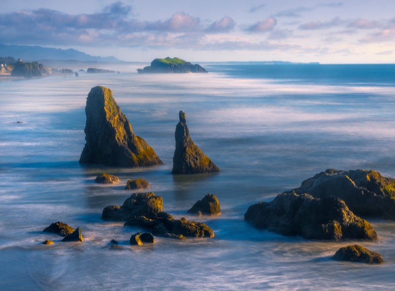 Seastacks Along Oregon Coast Near Sunset - Bandon Beach, Oregon Coast