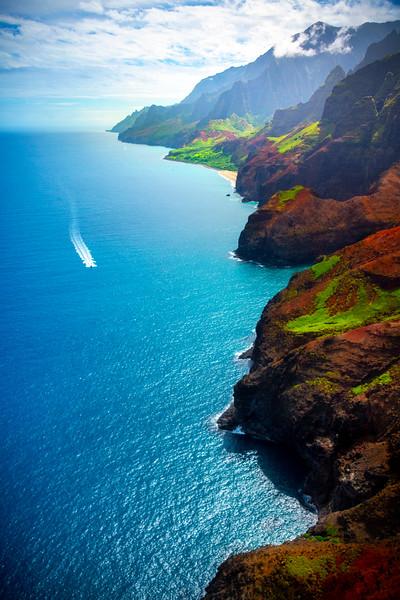 Sightseeing Along The Na Pali By Boat - Na Pali Coastline, Kauai, Hawaii