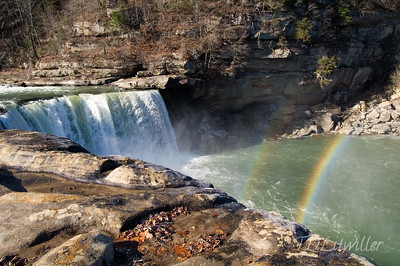 Cumberland Falls during the day.