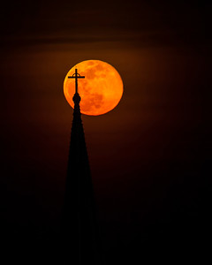 Full Moon Steeple