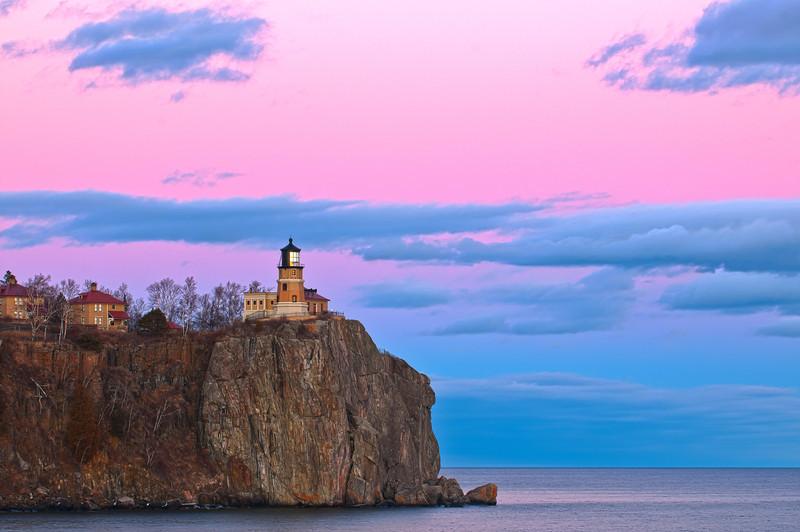 MNWN-12034H: Evening twilight at Split Rock lighthouse St. Pk.