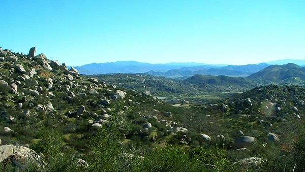 Lakeview Mountains, looking toward Green Acres, 12 Dec 2004.