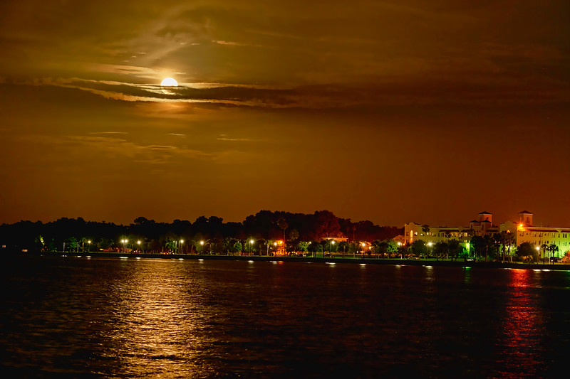 _DLS8818 Moon of Lake Monroe