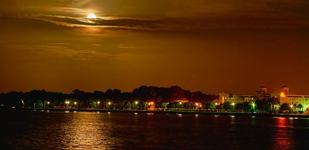 _DLS8818 Moon of Lake Monroe Pano