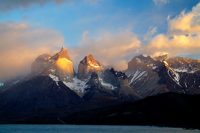 what a spectacular sunrise on the Cuernos