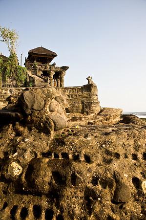 <font color = #333fff>Temples in Tanah Lot</font>