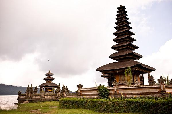 <font color = #333fff>Bedugul Lake - Temple of Ulun Danu</font>